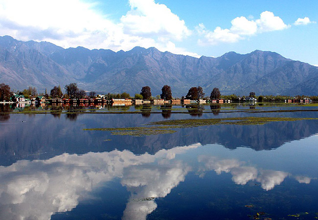 Kayaking in Nigeen Lake near Srinagar