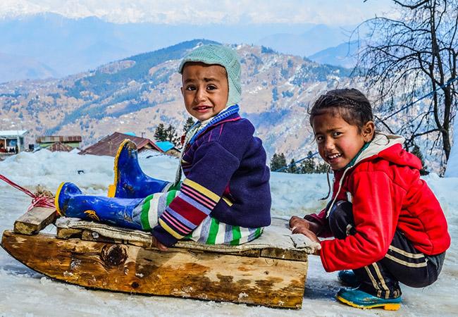 Skiing in Narkanda near Himachal Pradesh