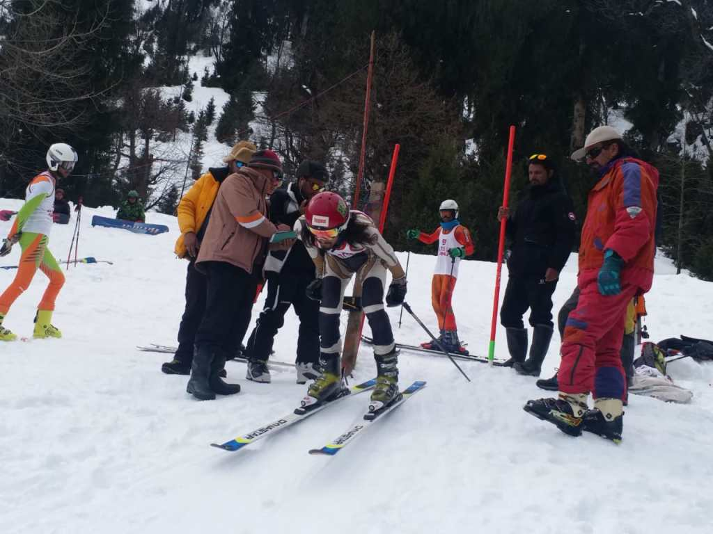 Kids skiing in Solang, Manali